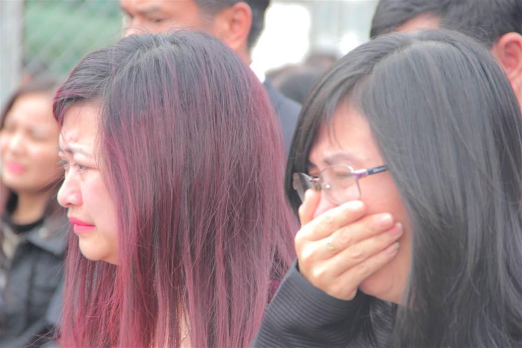 Chùm ảnh: Nghẹn ngào giây phút đón di cốt 3 mẹ con người Việt 12