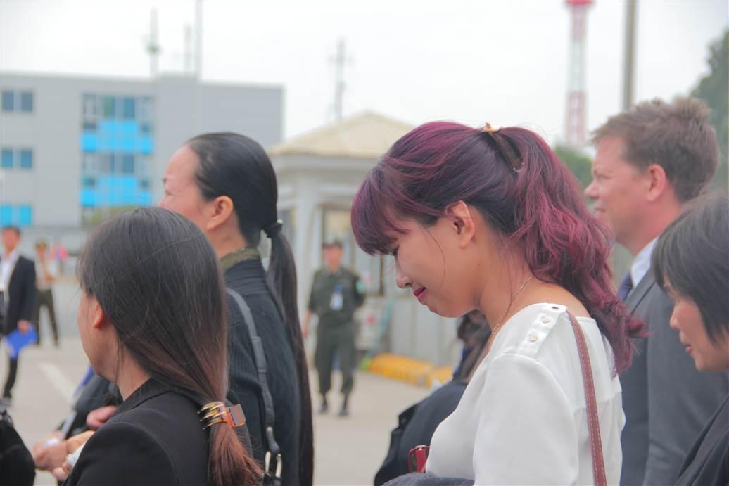 Chùm ảnh: Nghẹn ngào giây phút đón di cốt 3 mẹ con người Việt 13