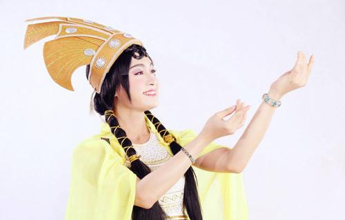Cận cảnh vẻ đẹp chàng trai giả gái của Vietnam's Got Talent   7