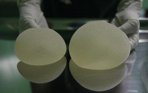 Thiếu nữ Trung Quốc phẫu thuật nâng ngực để kiếm chồng 7