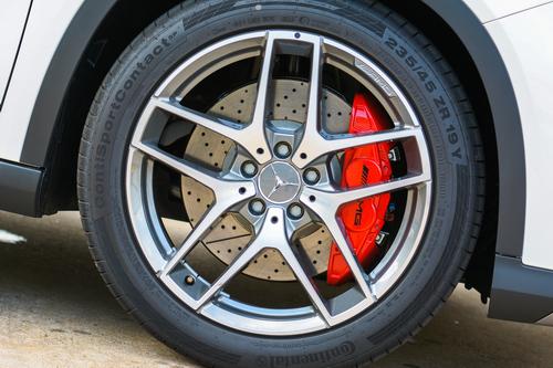 Các hãng xe sang ưa chuộng dùng lốp gì? 5