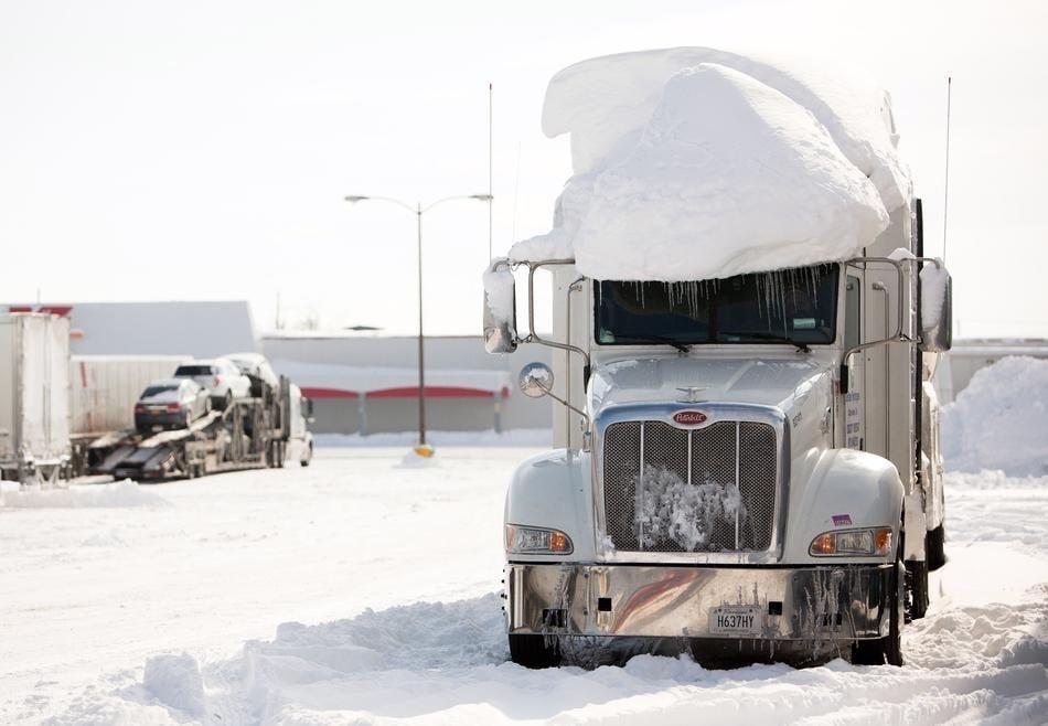 Tuyết bao phủ một nửa nước Mỹ, ít nhất 7 người chết 8