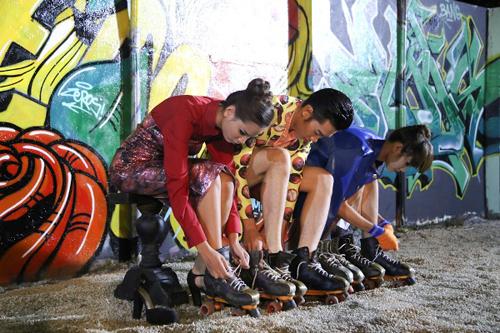"""Vietnam's Next Top Model thí sinh """"run sợ"""" với thử thách giày patin 6"""
