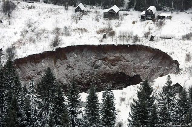 Nga: Hố tử thần khổng lồ nhăm nhe 'nuốt chửng' nhà dân 6