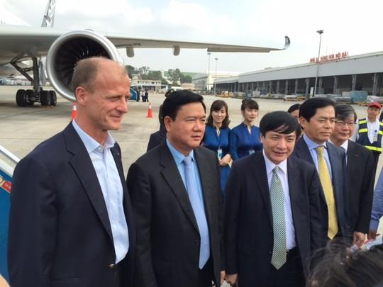 Cận cảnh máy bay của đại gia hàng không Airbus A350 XWB tại Hà Nội 6