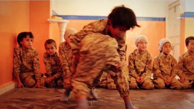 IS tung video đào tạo chiến binh nhí tại Kazakhstan 10