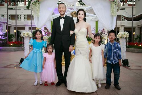Quỳnh Nga mặc gợi cảm, nhảy bốc lửa trong đám cưới 9