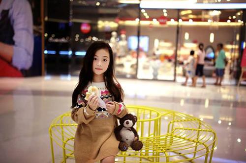 Ngắm vẻ đẹp dễ thương như thiên thần của cô bé 6 tuổi 7