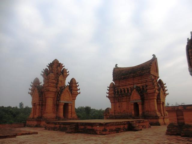Chiêm ngưỡng kiến trúc Chăm và Khmer giữa lòng Hà Nội 15