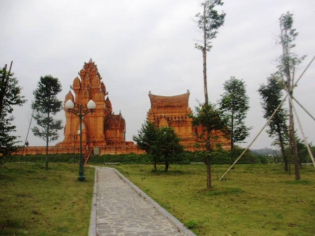 Chiêm ngưỡng kiến trúc Chăm và Khmer giữa lòng Hà Nội 14