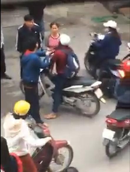Nữ sinh bị nhân viên trông xe tát vì không đưa vé 4