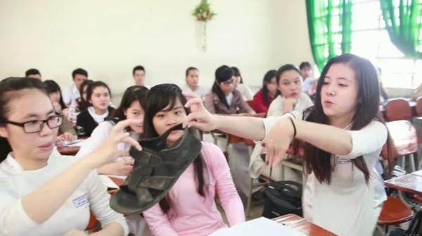 """Học sinh Thái Phiên """"nổi loạn"""" trong video Thời học sinh 4"""
