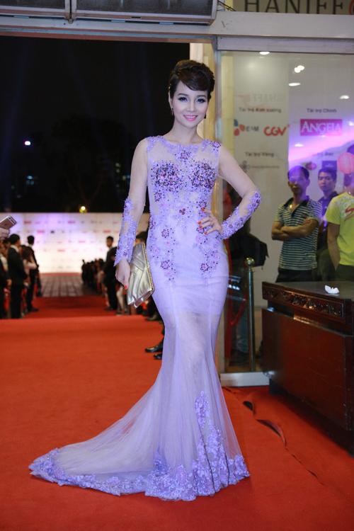 Trương Ngọc Ánh lộng lẫy bên Kim Lý trong lễ bế mạc LHP quốc tế Hà Nội 9