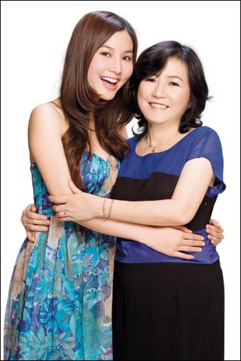 Những bà mẹ sở hữu nhan sắc xinh đẹp, quý phái của sao Việt 5