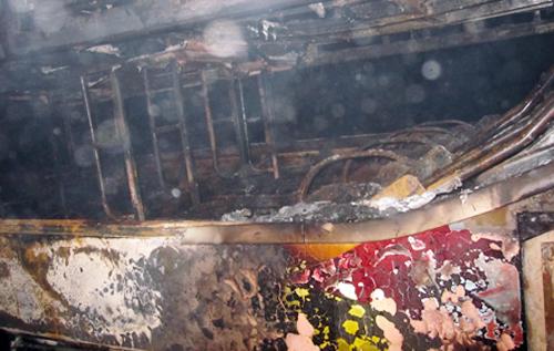 Xe khách bất ngờ bốc cháy khi đang lưu thông 5