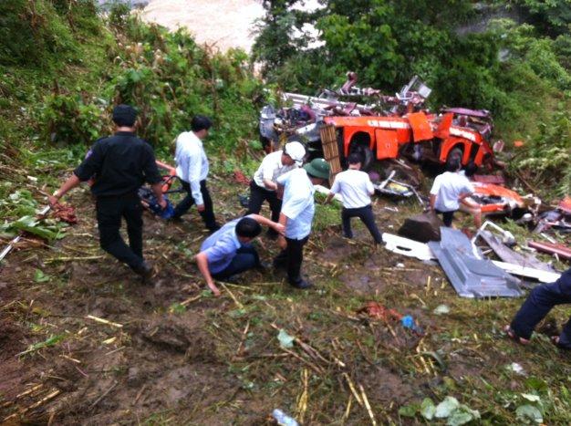 Khởi tố tài xế vụ xe khách lao xuống vực làm 14 người tử vong 5