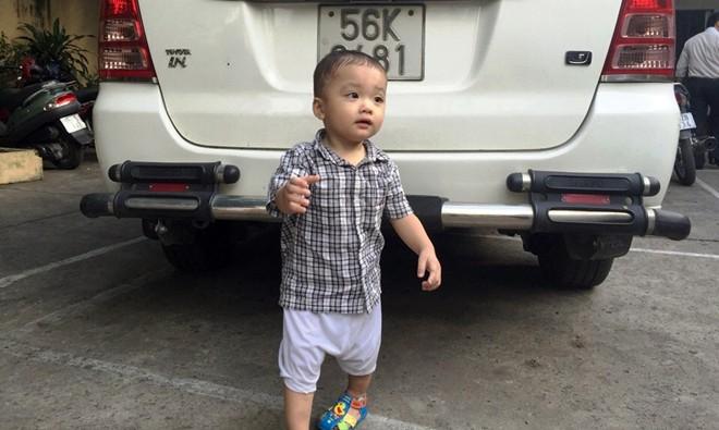 Hình ảnh Bé trai 2 tuổi được mẹ nuôi dưỡng trước khi bị bỏ rơi trên taxi số 1