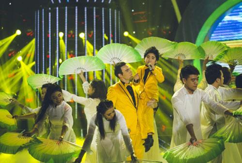 NSND Hồng Vân khóc nức nở trên sân khấu đòi 'con' bị thất lạc 6