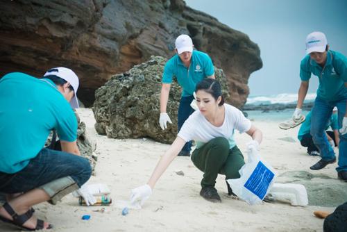 Hoa hậu Ngọc Hân giản dị đi từ thiện tại đảo Lý Sơn 5