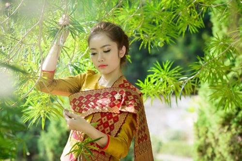 """Vẻ đẹp """"vạn người mê"""" của hot girl người Lào 12"""