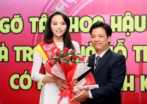 Hoa hậu Nguyễn Cao Kỳ Duyên rạng rỡ tại trường Đại học Ngoại thương 6