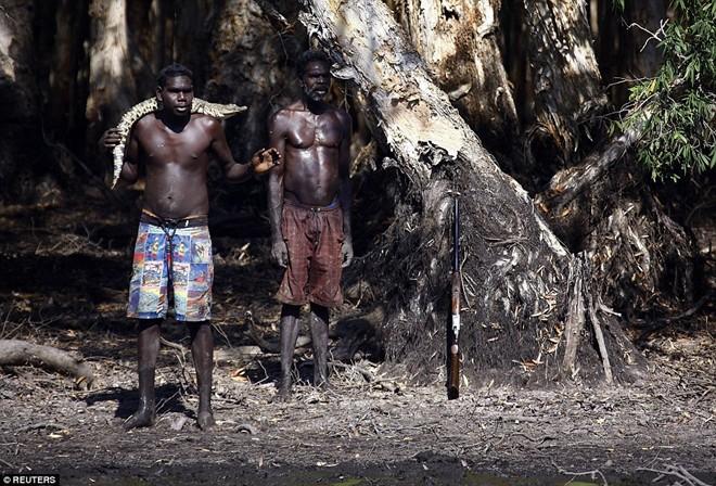 Cận cảnh buổi đi săn cá sấu nguy hiểm của bộ tộc Yolngu 6