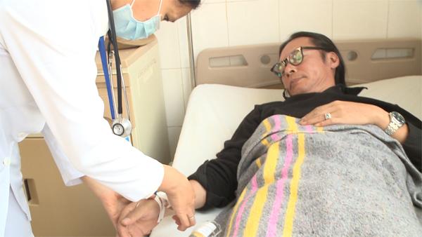 Bố ơi mình đi đâu thế tập 7: Trần Lực đổ bệnh nhập viện 5