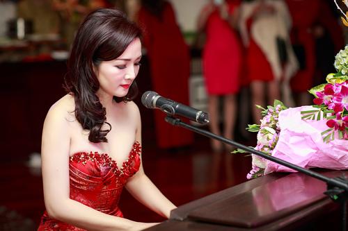 Hoa hậu Giáng My lộng lẫy trong lễ trao giải doanh nhân thành đạt 2014 8