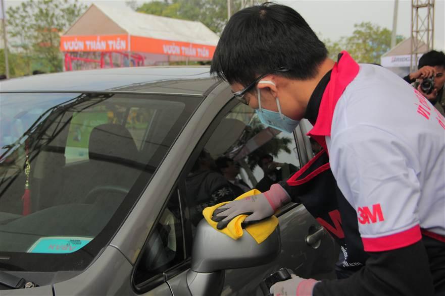 Hình ảnh Hơn 350 xe ô tô được chăm sóc toàn diện tại SVĐ Mỹ Đình số 9