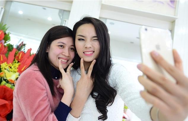Hoa hậu Nguyễn Cao Kỳ Duyên xinh đẹp, nhí nhảnh tại quê nhà 5
