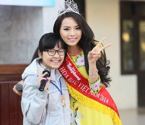 Hoa hậu Nguyễn Cao Kỳ Duyên làm gì khi về quê nhà? 7