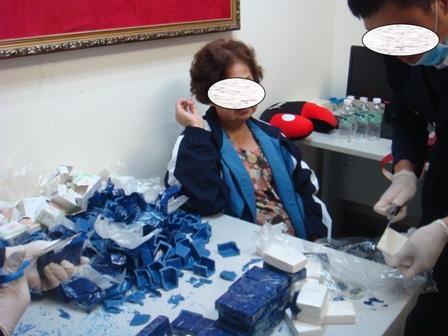 Cụ bà Việt kiều 71 tuổi xách 3kg ma túy trị giá 10 tỷ ra sân bay 4