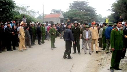 Hàng trăm người dân vây đánh hai tên cẩu tặc trọng thương 5