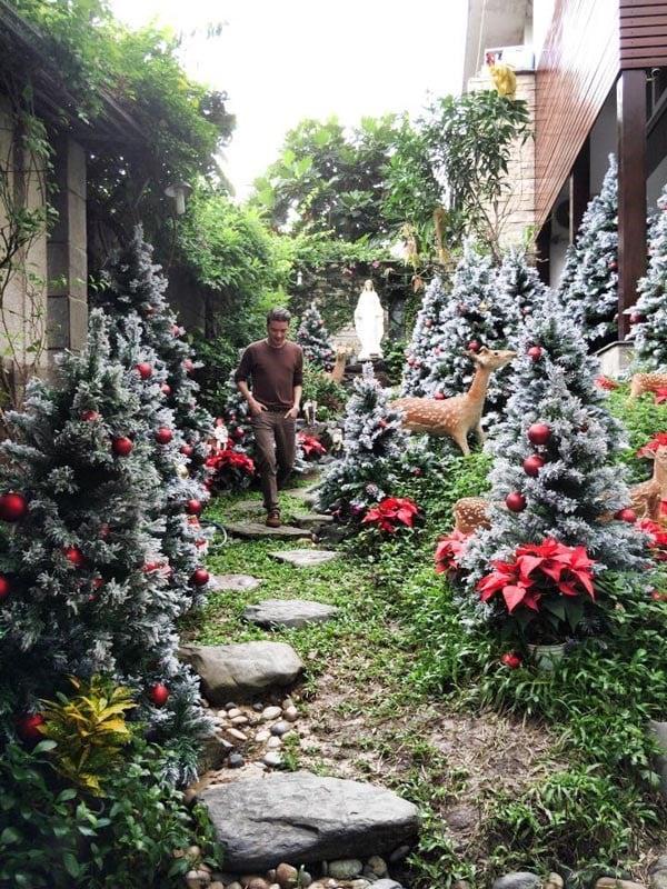 Đàm Vĩnh Hưng chơi trội làm vườn Giáng Sinh trong biệt thự triệu đô 6