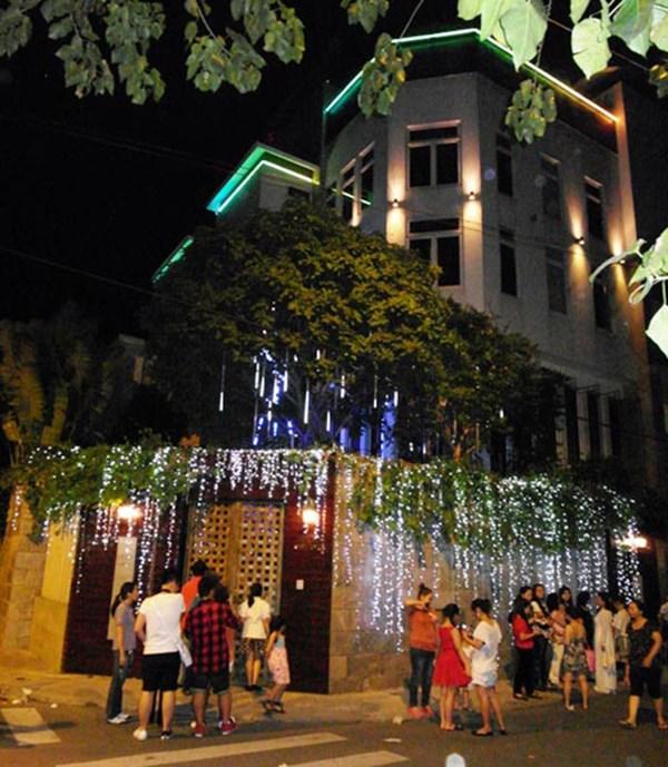 Đàm Vĩnh Hưng chơi trội làm vườn Giáng Sinh trong biệt thự triệu đô 11