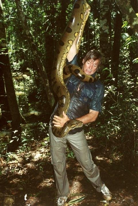 Kỳ lạ: Rắn khổng lồ anaconda tha chết cho người đàn ông 4
