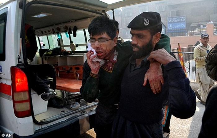 Thảm sát tại trường học Pakistan, ít nhất 126 người thiệt mạng 5