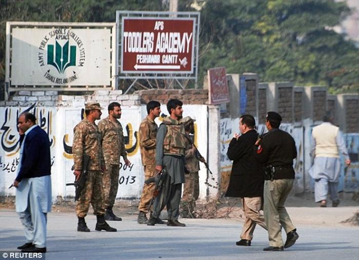 Thảm sát tại trường học Pakistan, ít nhất 126 người thiệt mạng 7
