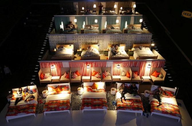 Kê giường trong rạp chiếu phim: Thật như đùa 5