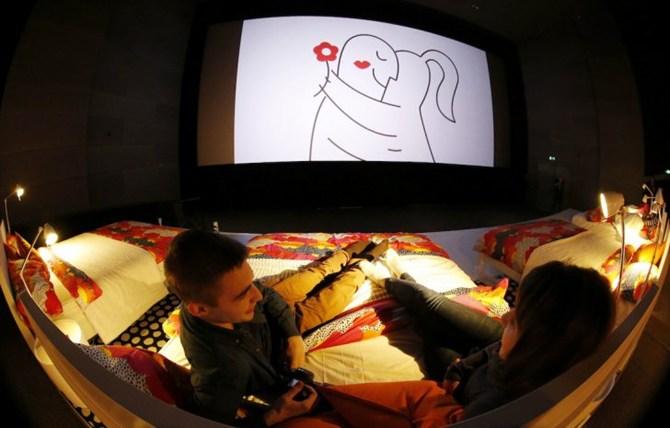 Kê giường trong rạp chiếu phim: Thật như đùa 6