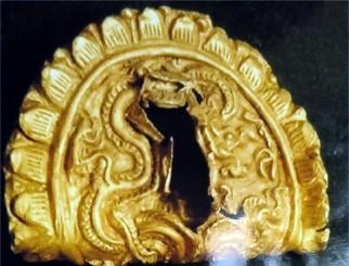 Phát hiện miếng vàng cổ hình rồng ở Hoàng thành 5