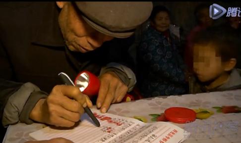 Người thân, dân làng cùng ký tên đòi trục xuất bé 8 tuổi nhiễm HIV 4