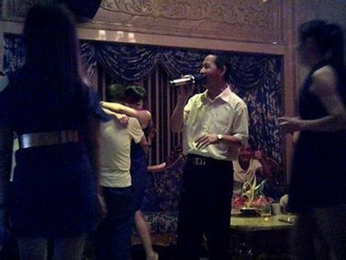 Lộ ảnh thác loạn hộp đêm, quan chức Trung Quốc quay sang tố nhau 5