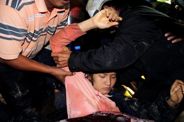 Hình ảnh 12 nạn nhân bị mắc kẹt được đưa ra khỏi hầm 5