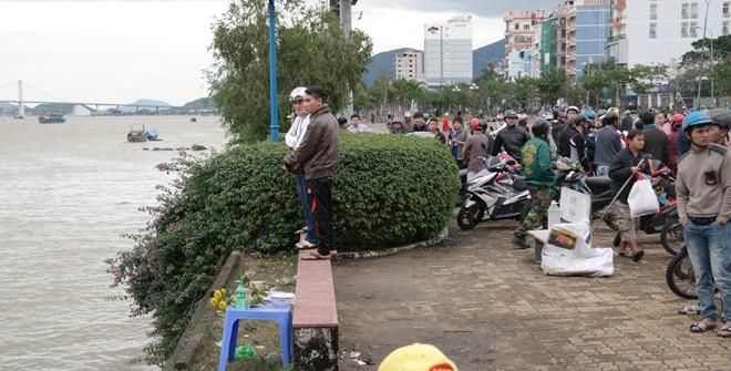 Thiếu nữ 18 tuổi gào khóc nhìn người yêu nhảy cầu sông Hàn tự tử 4