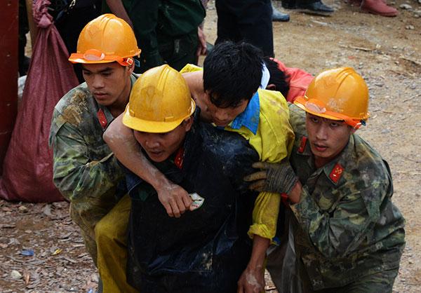 Sập hầm thủy điện 12 người mắc kẹt: Thủ tướng khen ngợi lực lượng cứu hộ 4
