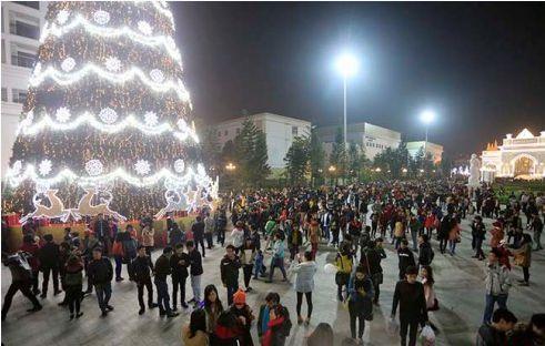 Địa điểm hấp dẫn vui chơi và chụp ảnh Giáng Sinh (Noel) ở Hà Nội, Sài Gòn 5