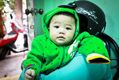 Bé trai 7 tháng tuổi kháu khỉnh bị mẹ bỏ rơi 5