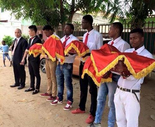 Xôn xao đội hình châu Phi bê tráp trong đám cưới Việt 5