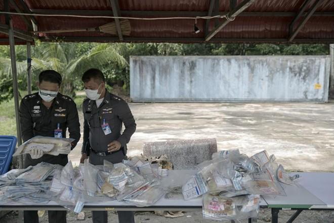 Thái Lan công bố vàng, đô la vô chủ của nạn nhân sóng thần Ấn Độ Dương 15